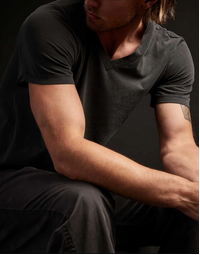 JAMES PERSE - Short Sleeve V-Neck Tee - Carbon